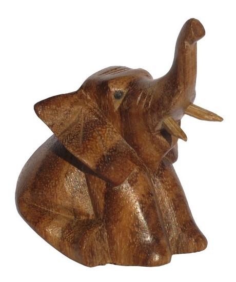 sitzender dunkler Elefant