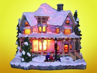 Leuchtendes Landhaus mit Figuren aus Kunststoff